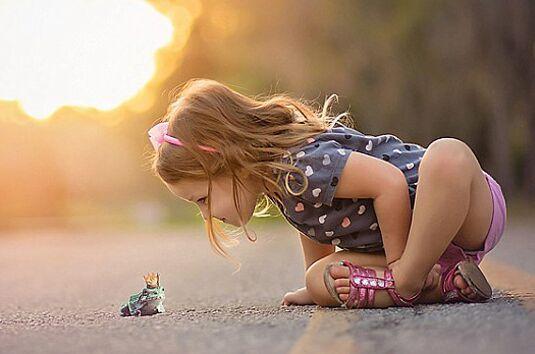 儿童与动物温情时刻