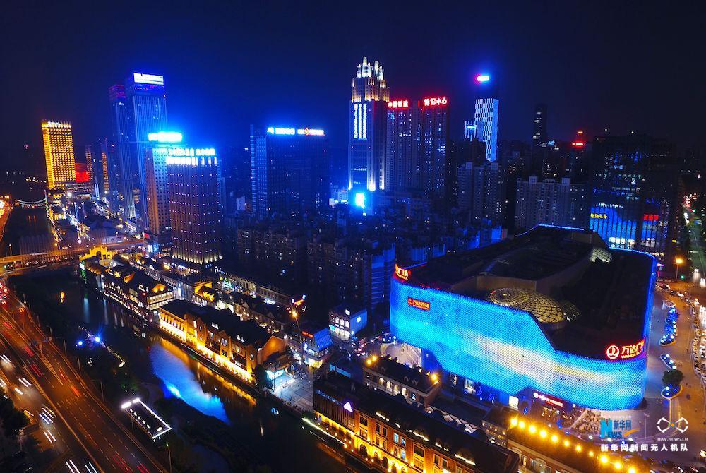 """""""飛閱""""中國:航拍楚河漢街夜景 感受現代""""清明上河圖"""""""