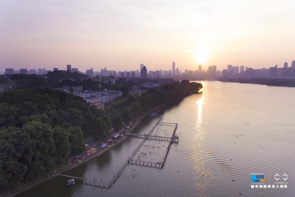 航拍東湖淩波門