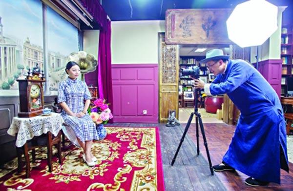 武漢:藏書家愛上拍復古照片