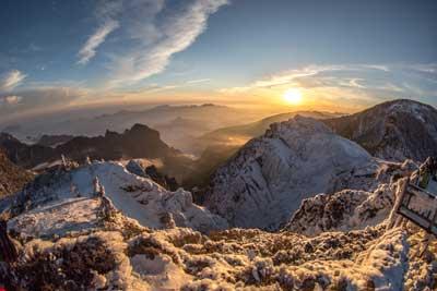 航拍湖北神農架夢幻雪景