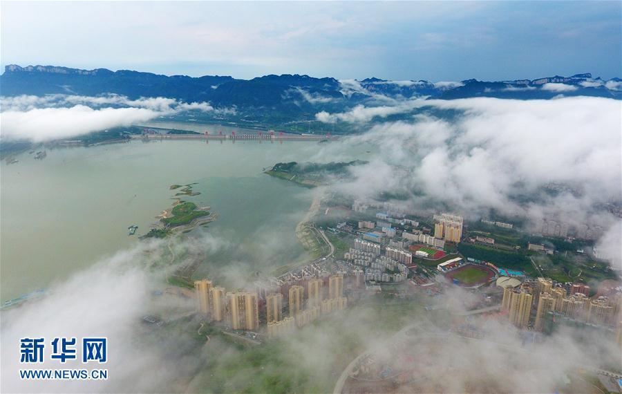 雲卷雲舒三峽美