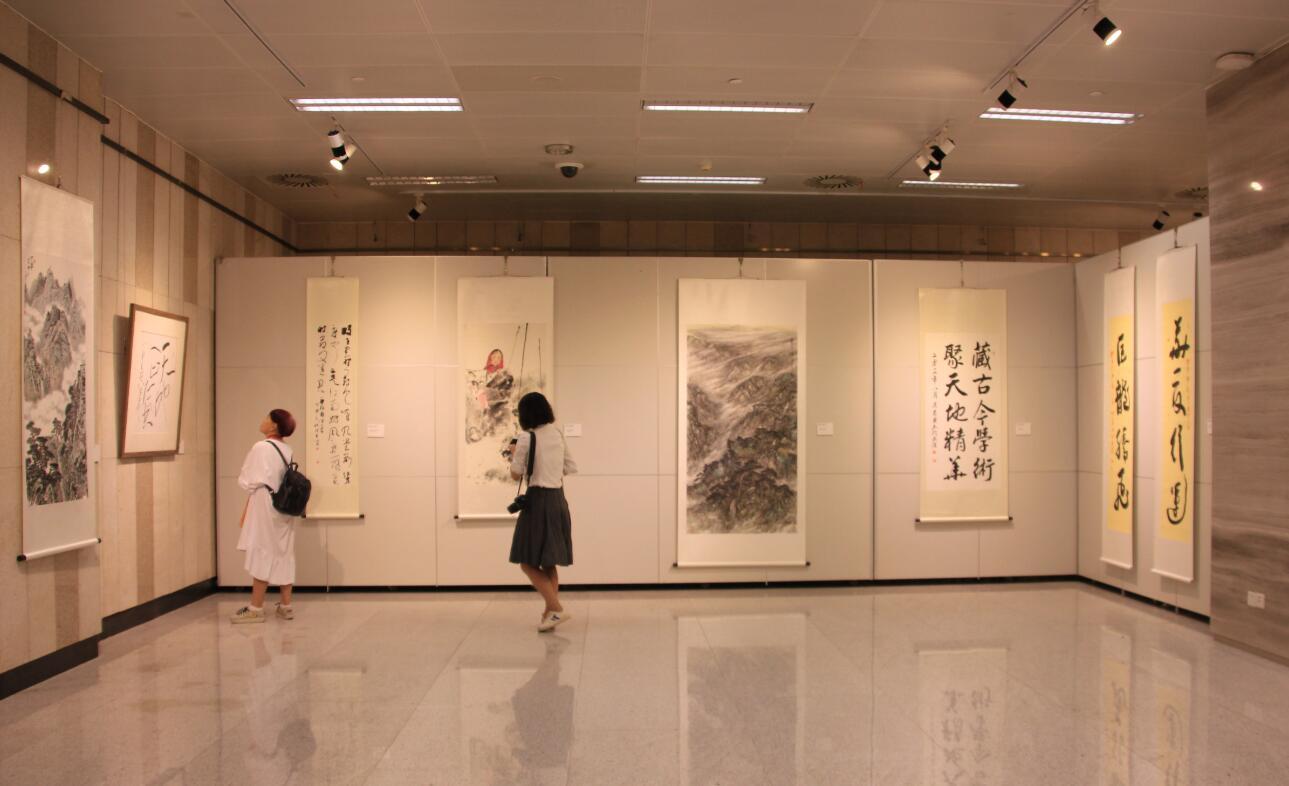喜迎十九大湖北開明畫院書法美術作品展在漢開幕