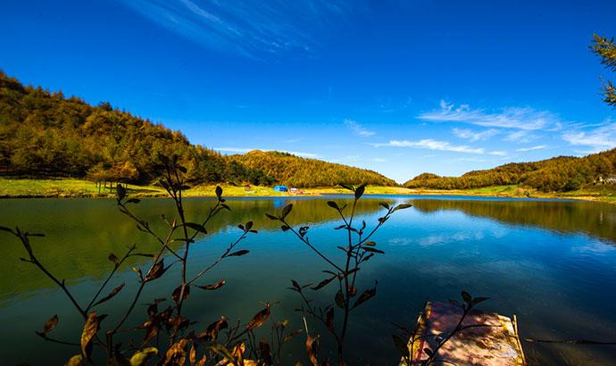 航拍女兒湖 鑲嵌在恩施大峽谷裏的一顆明珠