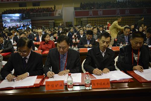 楚商大會天商峰會舉行項目簽約儀式