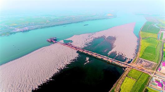 赤壁長江大橋加緊施工