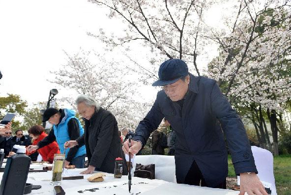 """武漢堤角公園:櫻花筆會書寫""""和""""文化"""