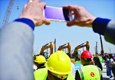 武汉昨集中开工40个招商引资重大项目 4个百亿项目投资额逾千亿元