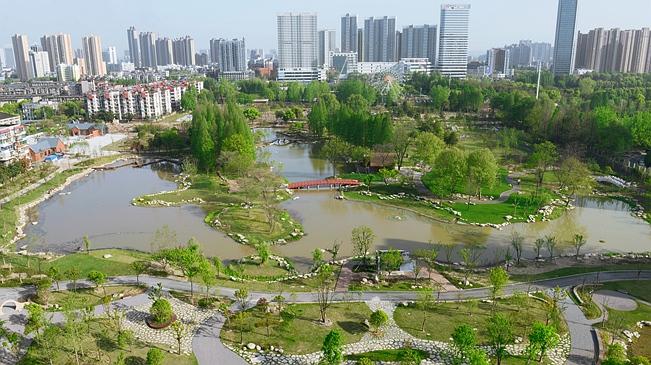 俯瞰武漢青山江灘——生態防洪公園