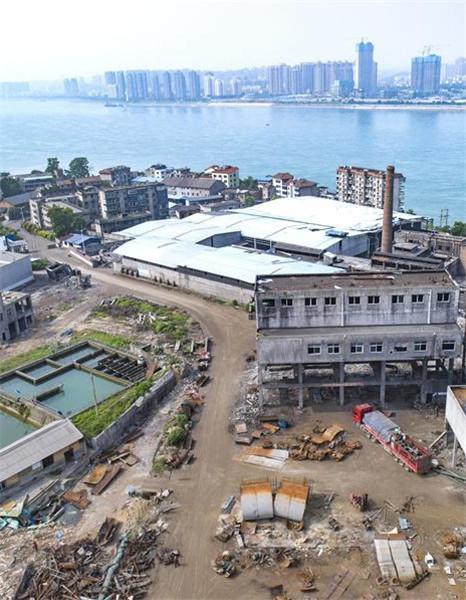 湖北宜昌:拆除沿江化工企业 确保一江春水东流