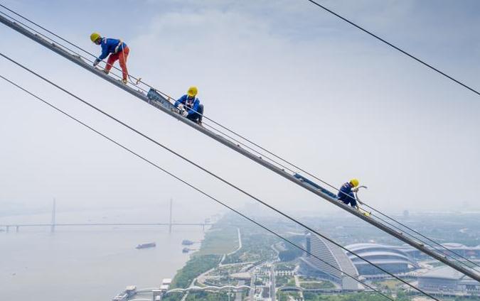 武漢:雲端上的橋梁建設者