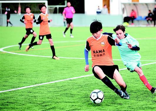 当地就读外教训练每周比赛 武汉足球小将巴萨追梦