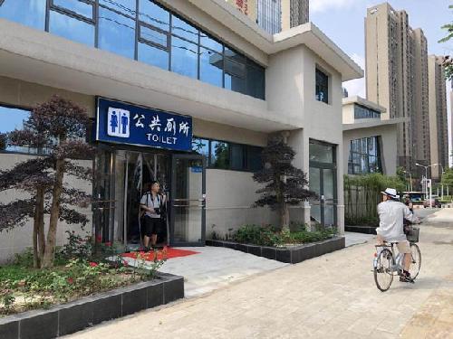 """武汉再添一座""""星级旅游厕所"""" 刷脸一秒可取卫生纸"""