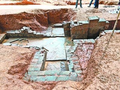 黄陂老人挖鱼塘挖出青砖 1400年前南朝古墓重见天日