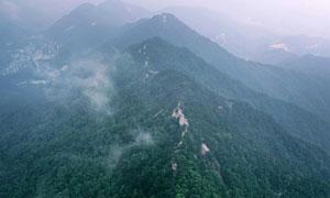 走進湖北羅(luo)田薄刀峰 雲(yun)霧繚繞如夢似幻