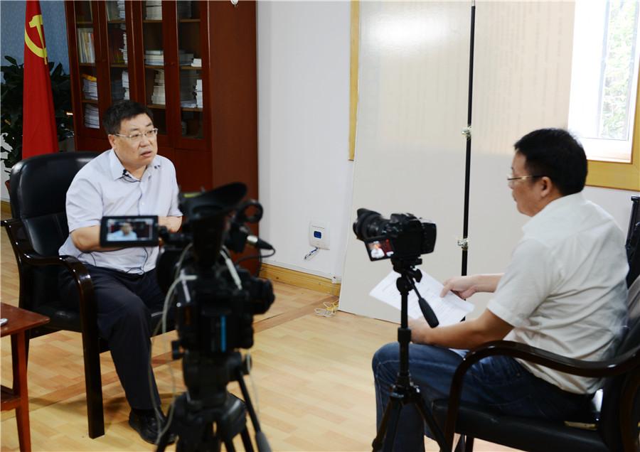 新華網專訪老河口市委書記鄭德安