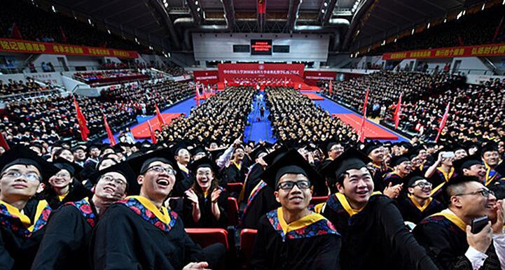 超壯觀!華中科大7000人同披學士服