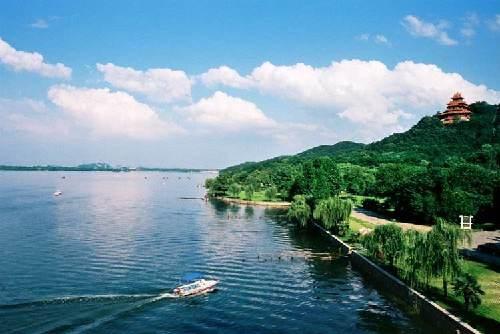 武汉对东湖、南湖排口水质和流量开展全天候监测
