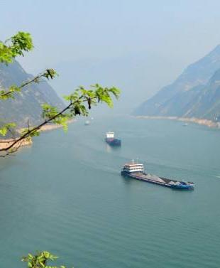 湖北力推沿江化工産業轉型升級強化環境保護