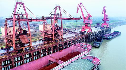 鄂州三江港實現鐵水聯運