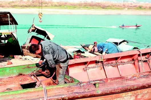 湖北宜昌:保護中華鱘 漁民上岸轉産