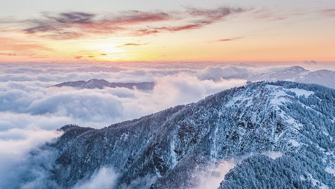 冬季(ji)神(shen)農架 壯(zhuang)麗險峻 銀裝素裹