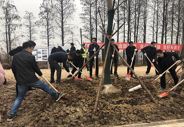 (新春走基層)武漢臨空港新植樹木26萬株 綠意盎然迎軍運
