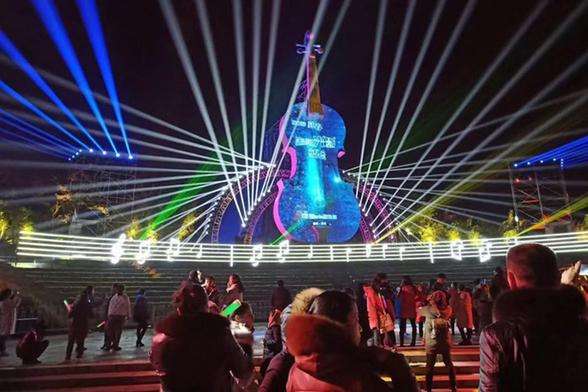 黃石礦山燈光音樂會:聲光綻放迎新春