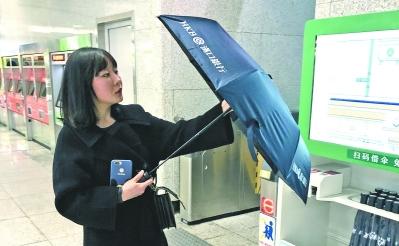 武漢地鐵12大站點再添文明傘