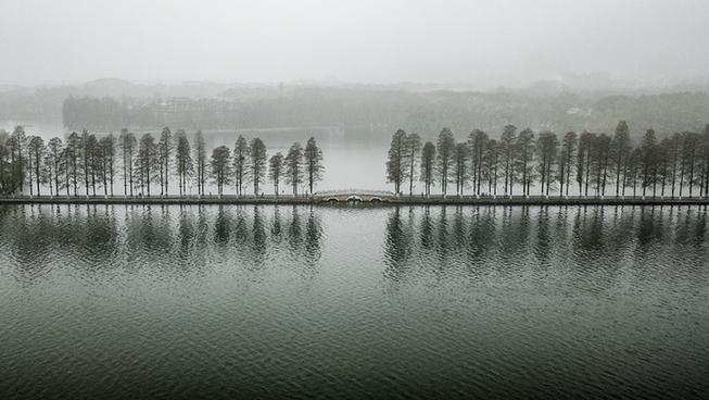 煙雨東湖 霧迷山水