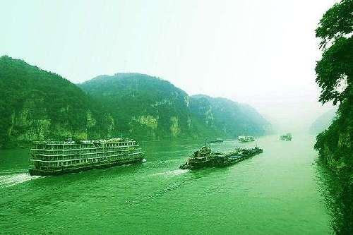 80余家港航企業簽署倡議書共推長江航運綠色發展