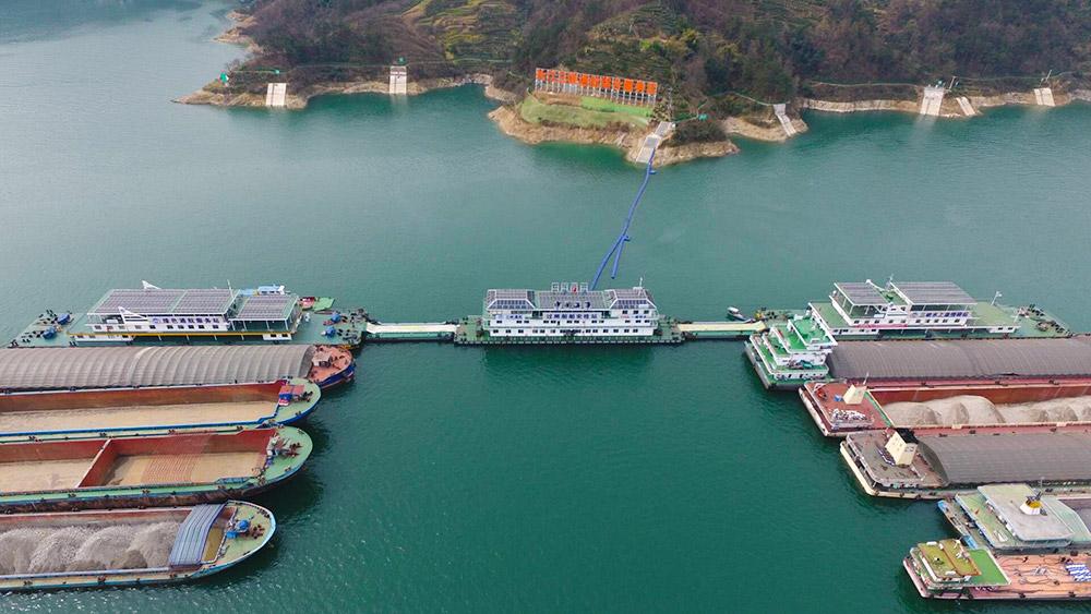 長江首個通航綜合服務區啟運