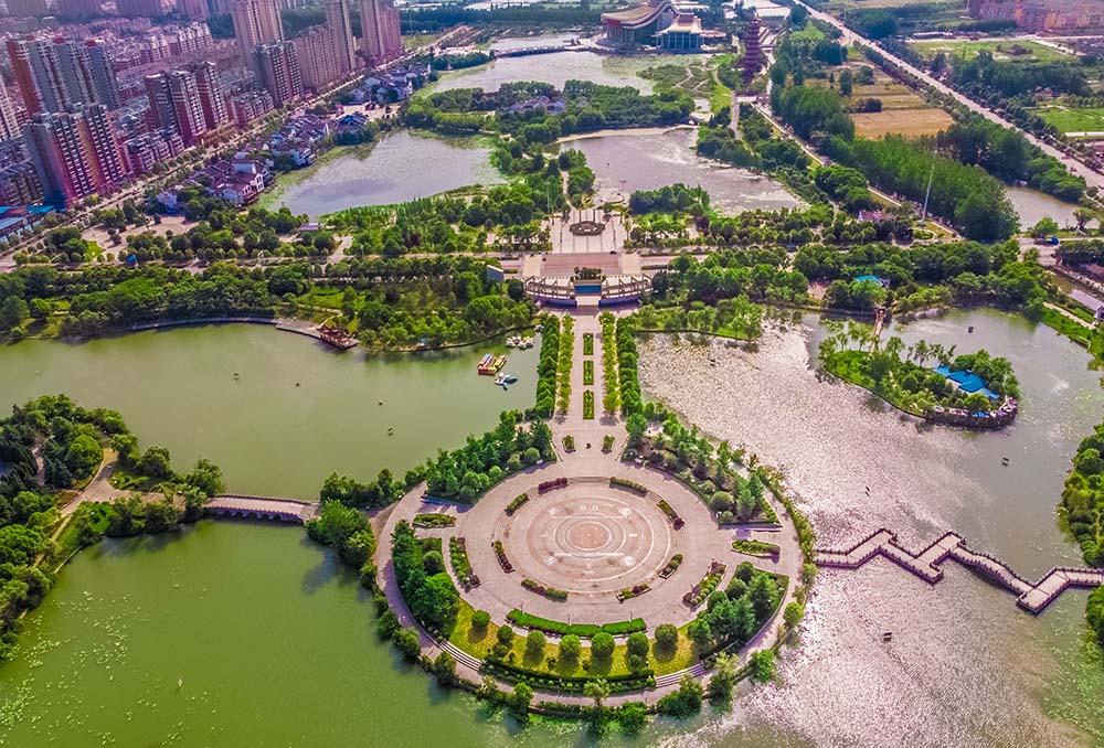 航拍潛江曹禺公園