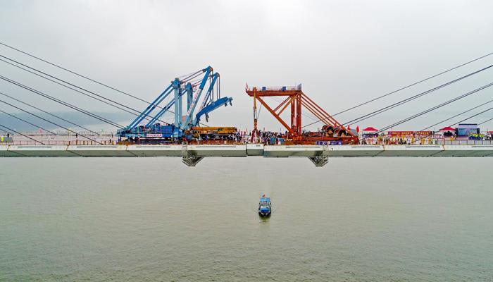 航拍嘉魚長江公路大橋順利合龍
