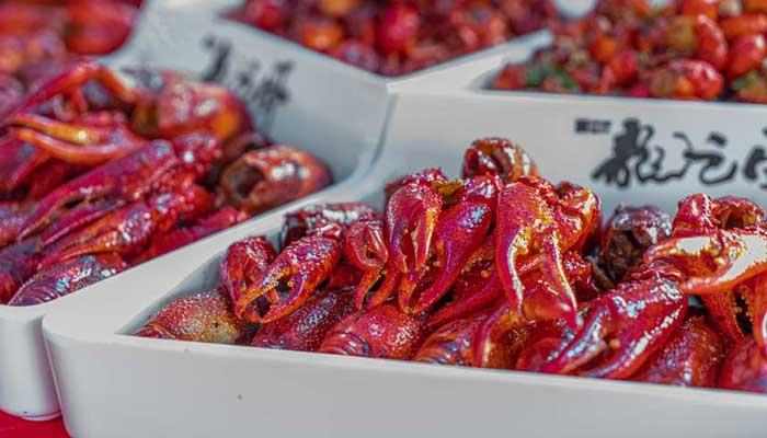 潛江:龍蝦節展館美食多 八方遊客飽口福