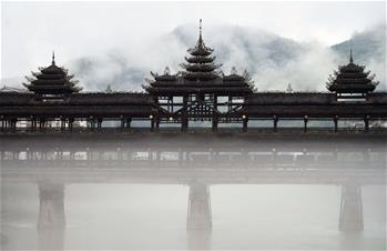 """湖(hu)北恩施︰仙境(jing)""""風雨橋"""""""