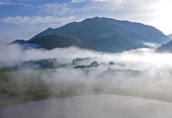 航拍(pai)大九湖流(liu)雲(yun) 嘆為觀止(zhi)的天然畫卷