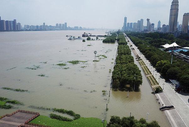 航拍長江武漢段 武漢關水位突破設防水位