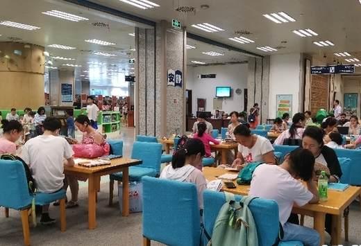 """湖北省圖書館""""悅讀一夏""""活動迎來暑期""""讀書熱"""""""