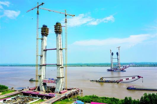 赤壁長江大橋主塔長高了