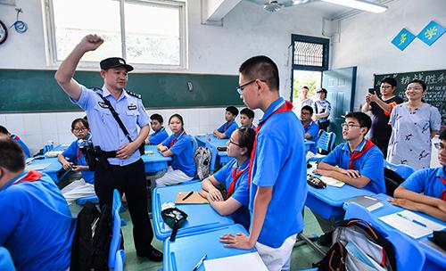 湖北省公安廳百名機關民警支援一線保平安