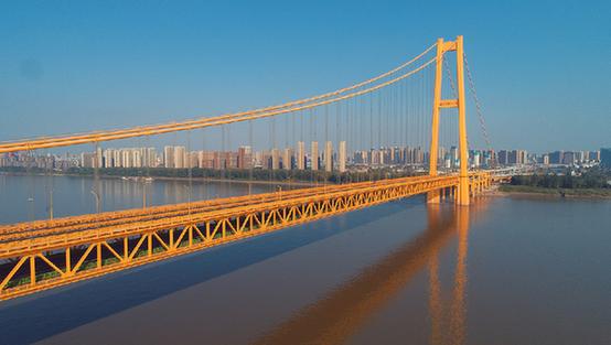 武漢楊泗港長江大橋通車 青菱段高架橋同步開通