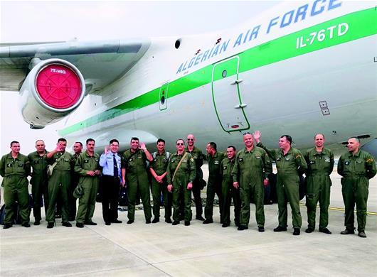首架軍運會直飛包機抵漢