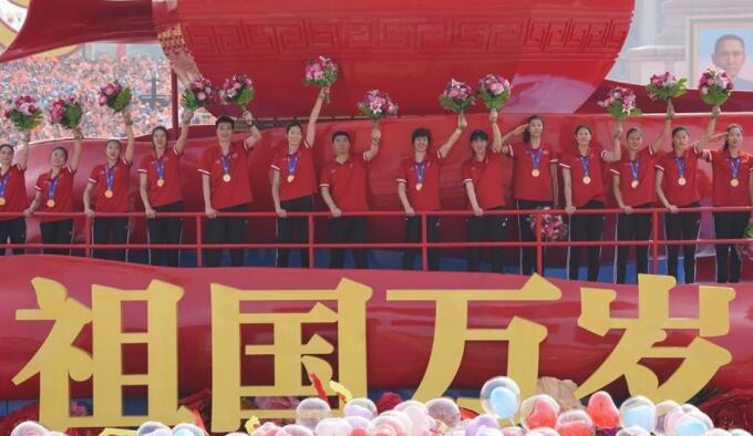 訪新中國體育事業奠基人賀龍元帥之女賀曉明