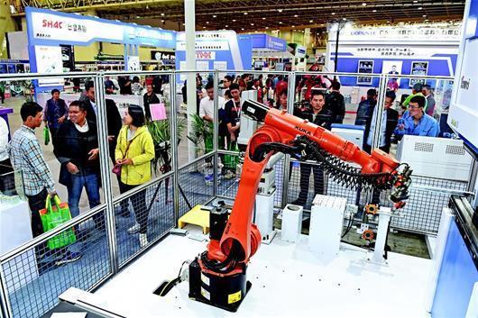 武漢:近600家中外企業亮相機博會