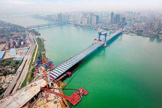 漢江首座三塔懸索橋合龍