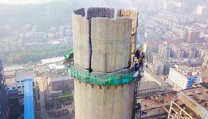 百米高空 他們用這種方式保護長江