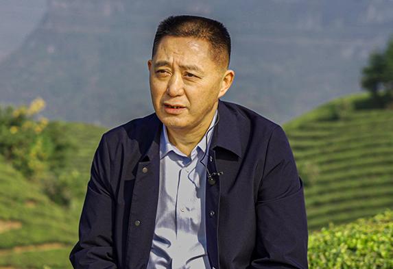 周吉(ji)然(ran)︰把鶴峰有機茶賣到歐盟市場去