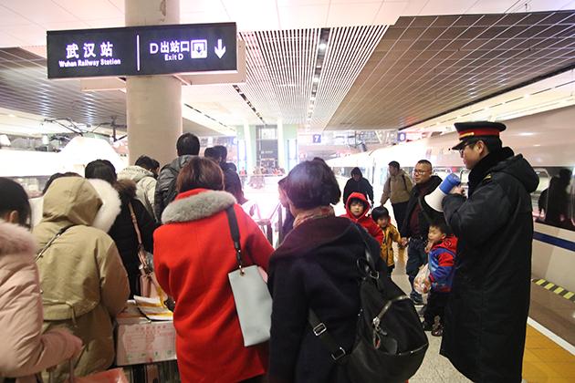 夜行高鐵每日載2萬余名旅客抵漢