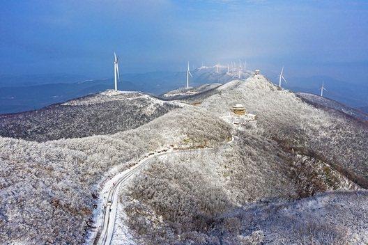 雪落聖境山 白雪雕花的冬日盛景